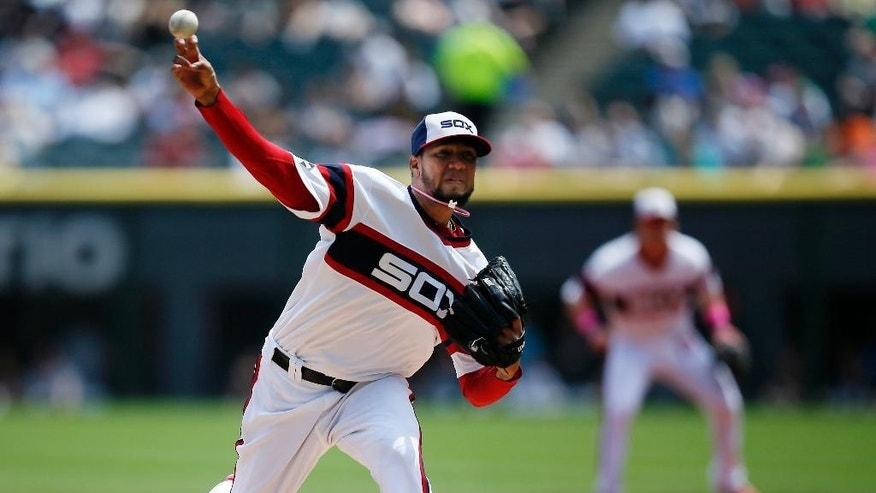 Chicago White Sox starting pitcher Hector Noesi delivers against the Arizona Diamondbacks during the first inning of a baseball game on Sunday, May 11, 2014, in Chicago. (AP Photo/Andrew A. Nelles)