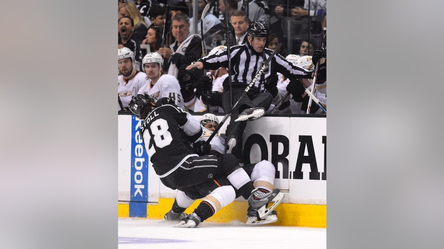 Los Angeles Kings center Jarret Stoll, left, and Anaheim Ducks right wing Devante Smith-Pelly collide during the first period in Game 4 of an NHL hockey second-round Stanley Cup playoff series, Saturday, May 10, 2014, in Los Angeles. (AP Photo/Mark J. Terrill)