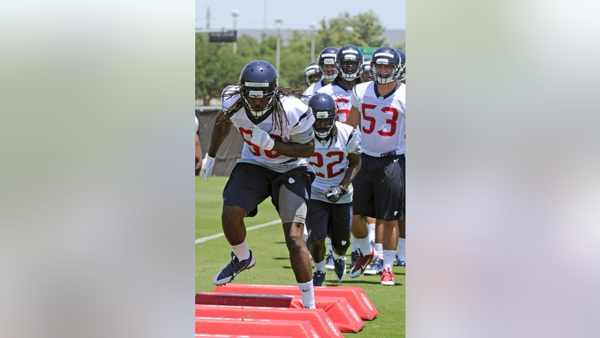The Houston Texans' top  draft pick, Jadeveon Clowney, runs a drill during NFL football rookie minicamp Friday, May 16, 2014, in Houston. (AP Photo/Pat Sullivan)