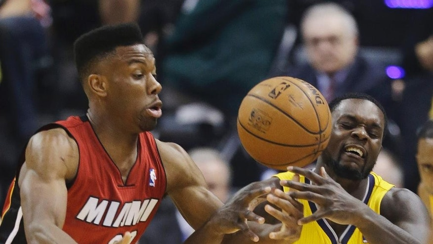 Miami Heat guard Norris Cole, left, knocks the ball away from Indiana Pacers guard Lance Stephenson (1) during the first half of Game 1 of the Eastern Conference finals NBA basketball playoff series Sunday, May 18, 2014, in Indianapolis.  (AP Photo/Darron Cummings)