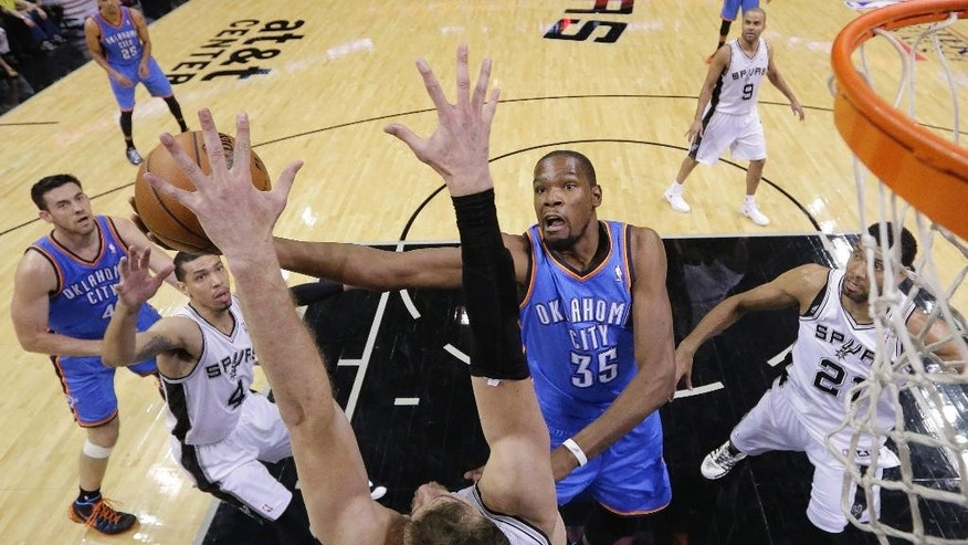 Oklahoma City Thunder's Kevin Durant (35) shoots over San Antonio Spurs' Tiago Splitter (22), of Brazil, during the first half of Game 2 of the Western Conference finals NBA basketball playoff series, Wednesday, May 21, 2014, in San Antonio. (AP Photo/Eric Gay)