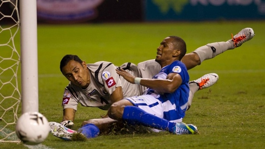 Honduras' Jerry Bengtson misses a chance to score against Costa Rica on June 7, 2013 in San Jose, Costa Rica.