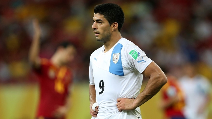 RECIFE, BRAZIL - JUNE 16:  Luis Suarez of Uruguay shows his dejection at the end of the FIFA Confederations Cup Brazil 2013 Group B match between Spain and Uruguay at the Arena Pernambuco on June 16, 2013 in Recife, Brazil.  (Photo by Jasper Juinen/Getty Images)
