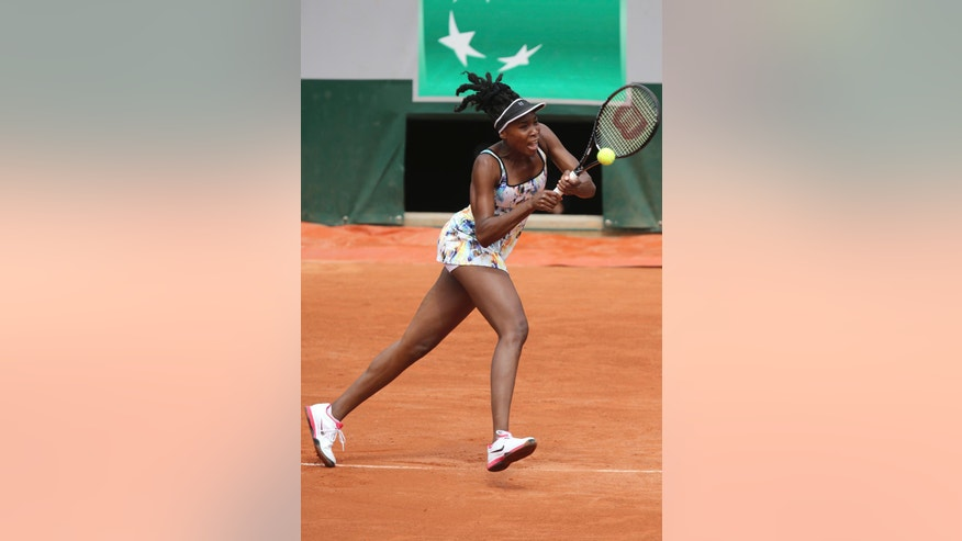 Venus Williams of the US returns the ball during the first round match of the French Open tennis tournament against Switzerland's Belinda Bencic at the Roland Garros stadium, in Paris, France, Sunday, May 25, 2014. (AP Photo/David Vincent)