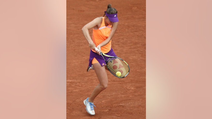 Switzerland's Belinda Bencic returns the ball during the first round match of the French Open tennis tournament against Venus Williams of the US at the Roland Garros stadium, in Paris, France, Sunday, May 25, 2014. (AP Photo/David Vincent)