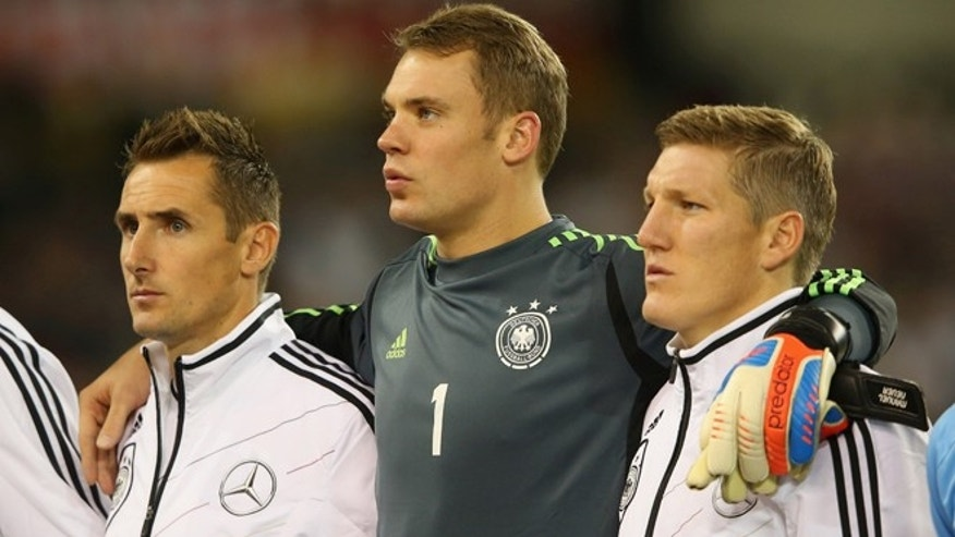 DUBLIN, IRELAND - OCTOBER 12:  Miroslav Klose, Manuel Neuer and Bastian Schweinsteiger of Germany line up priorto the FIFA 2014 World Cup Qualifier Group C match between Republic of Ireland and Germany at the Aviva Stadium on October 12, 2012 in Dublin, Ireland.  (Photo by Alex Livesey/Getty Images) *** Local Caption *** Miroslav Klose; Manuel Neuer; Bastian Schweinsteiger