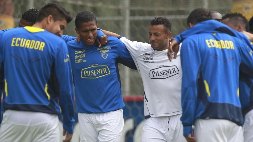 Ecuador's Antonio Valencia, center left, and Pedro Quinonez, center right, train with their team in Quito, Ecuador, Tuesday, May 27, 2014. Ecuador will play two friendly games against Mexico and England prior its participation in the World Cup in Brazil. (AP Photo/Dolores Ochoa)