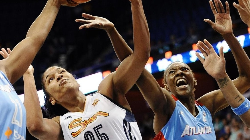 Connecticut's Alyssa Thomas, center, battles Atlanta's Amanda Thompson, left, and Sancho Lyttle, right, for a rebound the second half of a WNBA basketball game, Sunday, June 1, 2014 in Uncasville, Conn. The Sun defeated the Dream 85-76. (AP Photo/Jessica Hill)