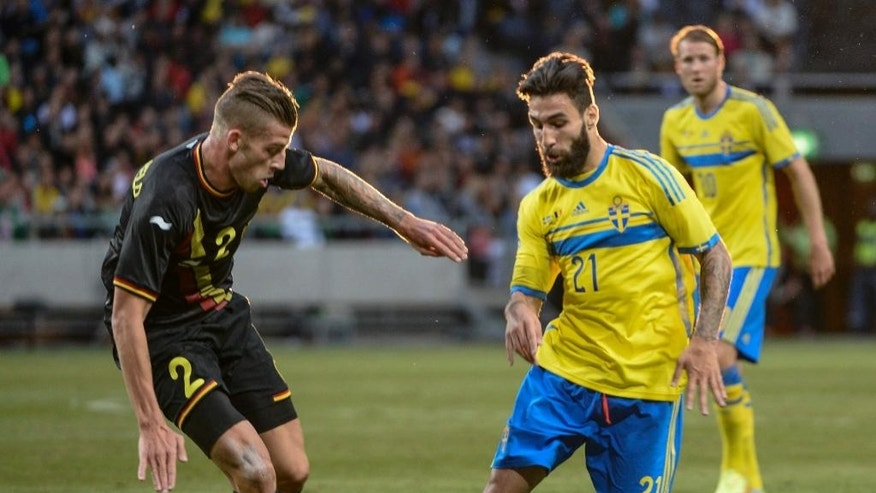 Belgium's Toby Alderweireid, left, against Sweden's Jimmy Durmaz, right, battle for the ball during the friendly soccer match between Sweden and Belgium at Friends Arena in Solna, Sweden, Sunday June 1, 2014. (AP photo/Maja Sualin, TT News Agency)    SWEDEN OUT