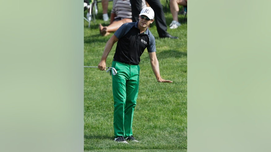 Scott Langley reacts to a chip shot on the 15th hole during the final round of the Memorial golf tournament Sunday, June 1, 2014, in Dublin, Ohio. (AP Photo/Jay LaPrete)