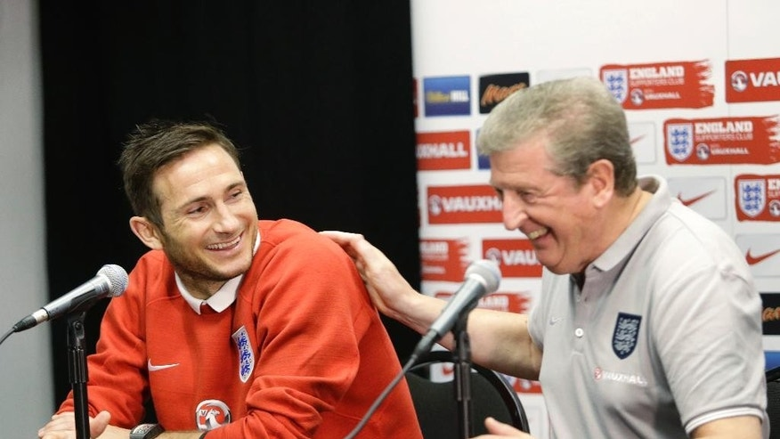 England manager Roy Hodgson, right, shares a laugh with player Frank Lampard during a news conference, Tuesday, June 3, 2014 in Miami Gardens, Fla. England plays matches at Sun Life Stadium, against Ecuador on Wednesday and Honduras on Saturday. (AP Photo/Wilfredo Lee)