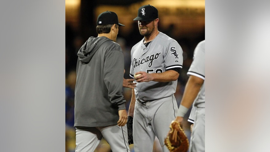 Chicago White Sox manager Robin Ventura, left, pulls starting pitcher John Danks, right, in the eighth inning of a baseball game against the Los Angeles Dodgers on Wednesday, June 4, 2014 in Los Angeles. (AP Photo/Alex Gallardo)