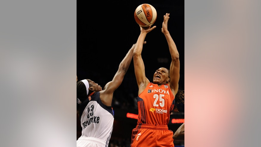 Washington Mytics' Monique Currie, right, shoots as Connecticut Sun's Chiney Ogwumike defends during the first half of a WNBA basketball game, Thursday, June 5, 2014, in Uncasville, Conn. (AP Photo/Jessica Hill)