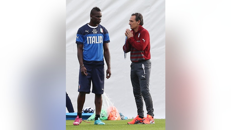 Italy coach Cesare Prandelli, right, talks with Italy forward Mario Balotelli during a training session for the upcoming World Cup at the Portobello training center in Mangaratiba, Brazil, Friday, June 6, 2014. Italy is part of Group D that includes Costa Rica, England and Uruguay. Italy will play England in Manaus in its opening match on June 14. (AP Photo/Antonio Calanni)