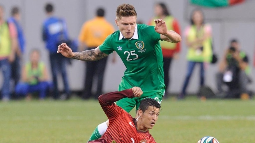 Portugal's Cristiano Ronaldo passes the ball as Republic of Ireland's Jeff Hendrick (25) defends during the first half of an international friendly soccer match Tuesday, June 10, 2014, in East Rutherford, N.J. (AP Photo/Bill Kostroun)