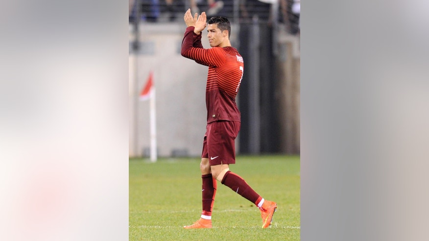 Portugal's Cristiano Ronaldo applauds the fans as he leaves the game during the second half of an international friendly soccer match against the Republic of Ireland Tuesday, June 10, 2014, in East Rutherford, N.J. Portugal won 5-1. (AP Photo/Bill Kostroun)