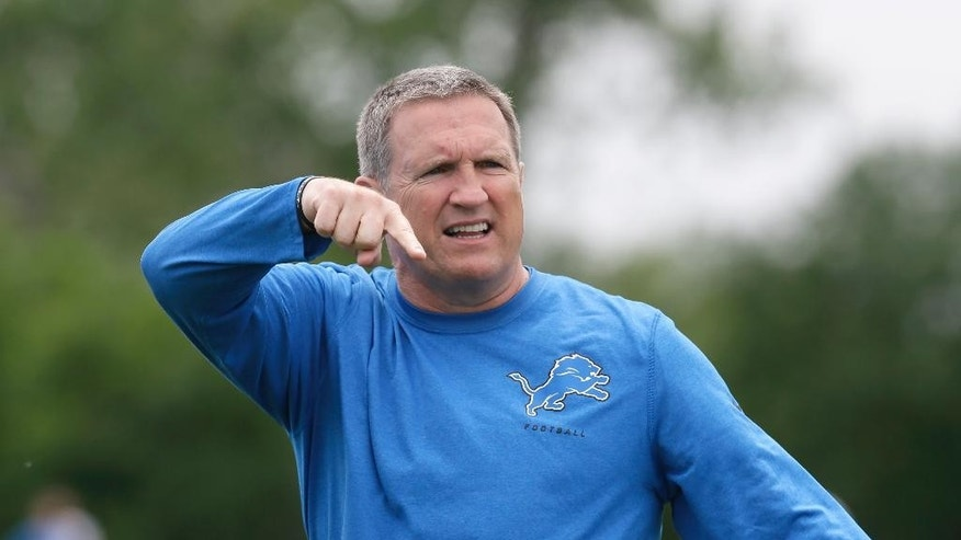 Detroit Lions linebackers coach Bill Sheridan instructs players during NFL football minicamp in Allen Park, Mich., Wednesday, June 11, 2014. (AP Photo/Carlos Osorio)