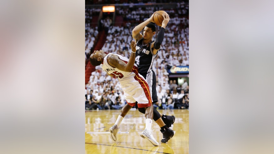 San Antonio Spurs guard Danny Green (4) runs into Miami Heat guard Mario Chalmers (15) during the second half in Game 3 of the NBA basketball finals, Tuesday, June 10, 2014, in Miami. (AP Photo/Wilfredo Lee)