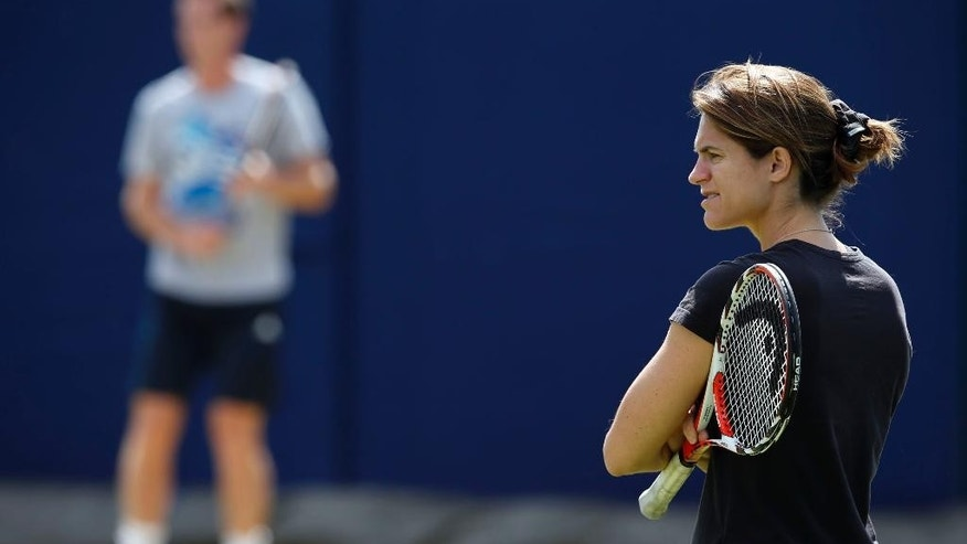 Andy Murray, left, is joined by new coach Amelie Mauresmo, during a practice session at The Queen's Club in London, Wednesday June 11, 2014. Murray starts the defence of his Queen's Club tournament tournament Wednesday, just hours after the training session with his new coach Mauresmo. (AP Photo / Jonathan Brady, PA) UNITED KINGDOM OUT - NO SALES - NO ARCHIVES