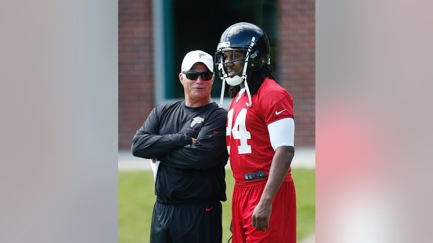 Atlanta Falcons head coach Mike Smith talks with receiver Roddy White (84) during an NFL football practice in Flowery Branch, Ga., Tuesday, June 10, 2014.  (AP Photo/John Bazemore)