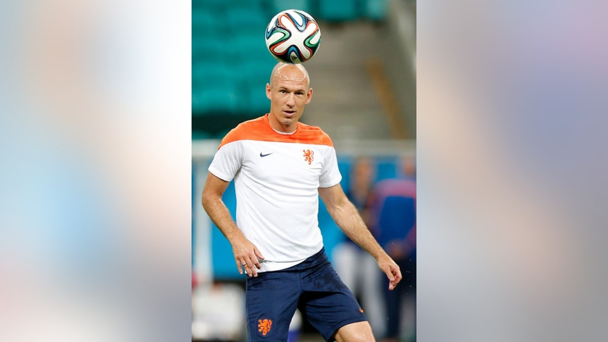 Netherlands' Arjen Robben during a training session the day before the group B World Cup soccer match between Spain and the Netherlands at the Arena Ponte Nova in Salvador, Brazil, Thursday, June 12, 2014. (AP Photo/Wong Maye-E)