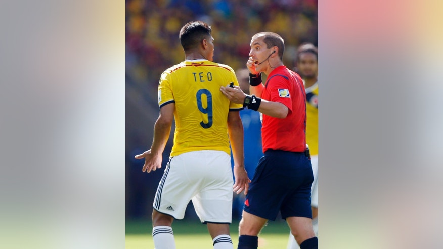 Referee Mark Geiger from the United States talks to Colombia's Teofilo Gutierrez during the group C World Cup soccer match between Colombia and Greece at the Mineirao Stadium in Belo Horizonte, Brazil, Saturday, June 14, 2014.  (AP Photo/Jon Super)