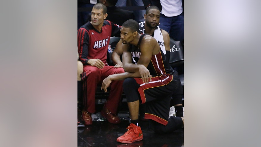 From left, Miami Heat forward Shane Battier,  center Chris Bosh and guard Dwyane Wade watch the final moments of Game 5 in the NBA basketball finals on Sunday, June 15, 2014, in San Antonio. San Antonio won the NBA championship 104-87. (AP Photo/Tony Gutierrez)