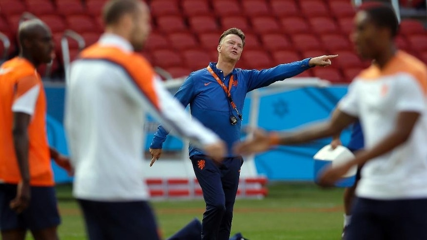 Netherlands' head coach Louis van Gaal points during the official training the day before the group B World Cup soccer match between Australia and the Netherlands at the Estadio Beira-Rio in Porto Alegre, Brazil, Tuesday, June 17, 2014. (AP Photo/Michael Sohn)