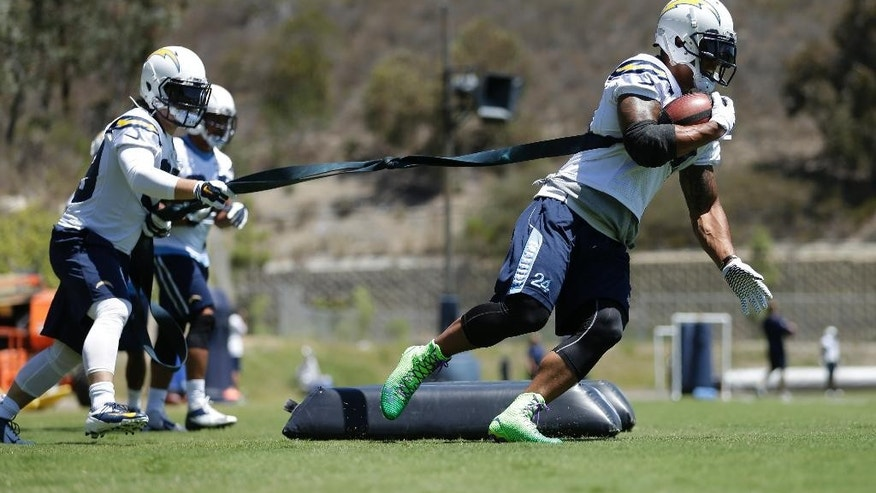 San Diego Chargers running back Ryan Mathews, right, runs a drill as he is tethered to teammate running back Danny Woodhead, left, during NFL football minicamp at the team's facility Tuesday, June 17, 2014, in San Diego. (AP Photo/Gregory Bull)