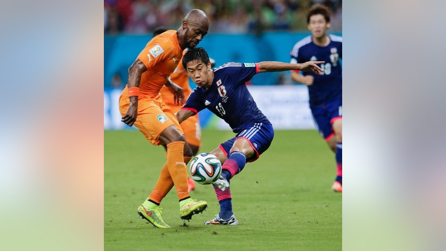 Japan's Shinji Kagawa (10) challenges Ivory Coast's Didier Zokora, left, during their group C World Cup soccer match at the Arena Pernambuco in Recife, Brazil, Saturday, June 14, 2014. (AP Photo/Petr David Josek)