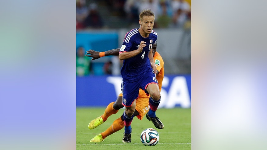 Japan's Keisuke Honda runs with the ball during the group C World Cup soccer match between Ivory Coast and Japan at the Arena Pernambuco in Recife, Brazil, Saturday, June 14, 2014. (AP Photo/Ricardo Mazalan)