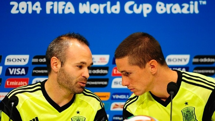 Spain's Andres Iniesta, left, and Fernando Torres talk during an official training session the day before the group B World Cup soccer match between Spain and Chile at the Maracana stadium in Rio de Janeiro, Brazil, Tuesday, June 17, 2014. Spain will play in group B of the Brazil 2014 World Cup. (AP Photo/Manu Fernandez)
