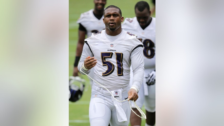 Baltimore Ravens linebacker Daryl Smith walks off the field after NFL football minicamp, Thursday, June 19, 2014, at the team's practice facility in Owings Mills, Md. (AP Photo/Patrick Semansky)