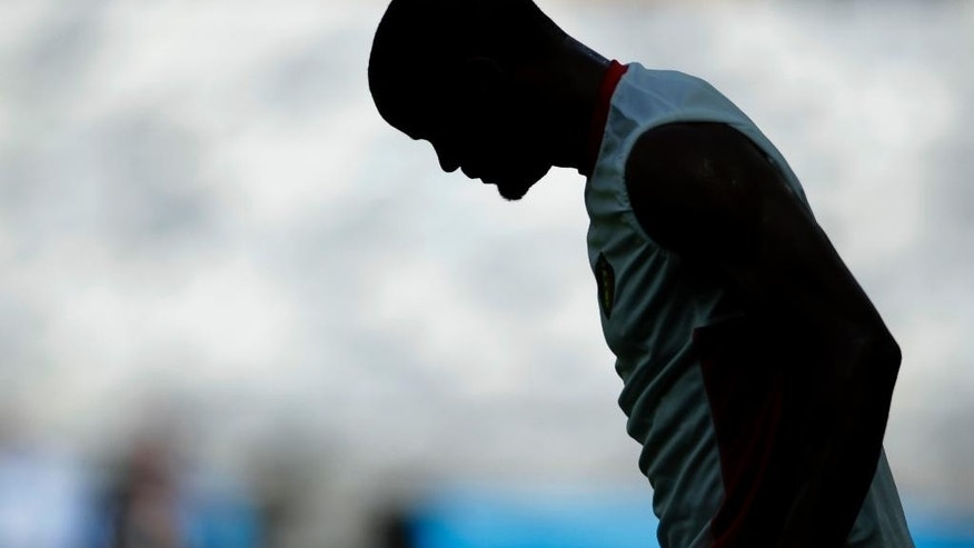 Belgium's Vincent Kompany rests during a training session at the Mineirao Stadium in Belo Horizonte, Brazil, Monday, June 16, 2014.  Belgium will play in group H of the Brazil 2014 soccer World Cup. (AP Photo/Bruno Magalhaes)