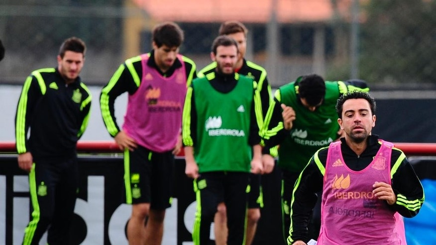Spain's players Xavi Hernandez, right, attends a training session at the Atletico Paranaense training center in Curitiba, Brazil, Friday, June 20, 2014. Spain play in group B of the Brazil 2014 World Cup. (AP Photo/Manu Fernandez)