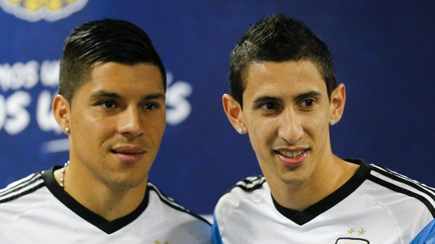 Argentina's Angel di Maria, right, and teammate Enzo Perez pose for photographers at the start of a news conference in Vespesiano, near Belo Horizonte, Brazil, Sunday, June 22, 2014.  Argentina plays in group F of the 2014 soccer World Cup. (AP Photo/Victor R. Caivano)