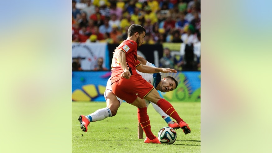 Belgium's Eden Hazard, front, controls the ball as Russia's Viktor Fayzulin challenges during the group H World Cup soccer match between Belgium and Russia at the Maracana Stadium in Rio de Janeiro, Brazil, Sunday, June 22, 2014. (AP Photo/Christophe Ena)