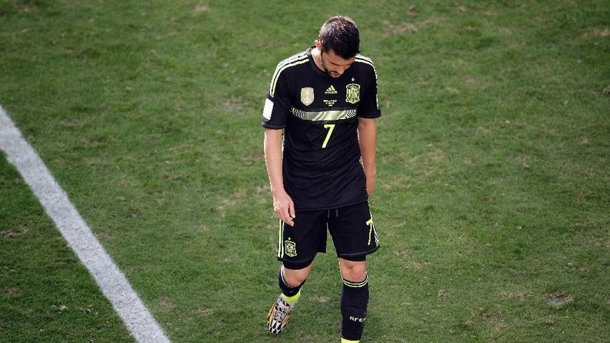 Spain's David Villa walks off the pitch after being replaced, during the group B World Cup soccer match between Australia and Spain at the Arena da Baixada in Curitiba, Brazil, Monday, June 23, 2014. (AP Photo/Michael Sohn)
