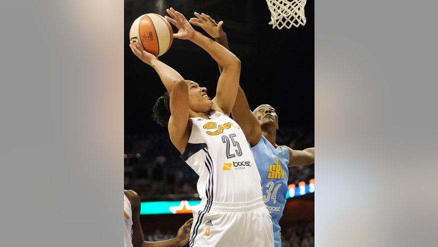 Connecticut Sun's Alyssa Thomas shoots as Chicago Sky's Sylvia Fowles, right, defends during the first half of a WNBA basketball game, Wednesday, June 25, 2014, in Uncasville, Conn. (AP Photo/Jessica Hill)