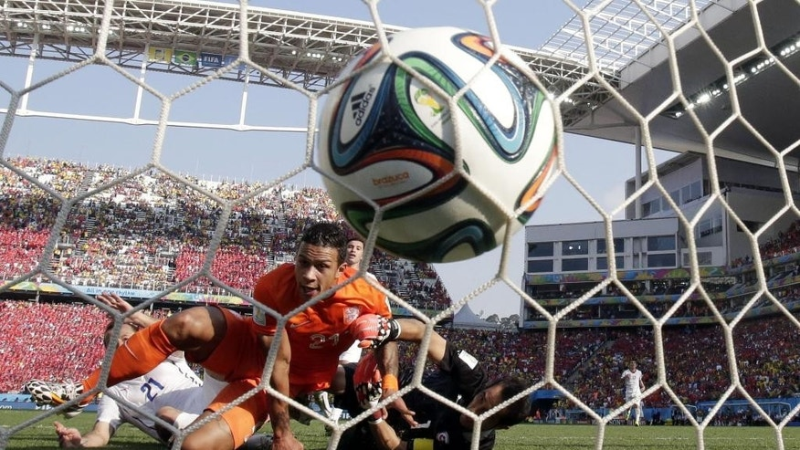 10ThingstoSeeSports - Netherlands' Memphis Depay, left, looks to the ball after scoring his side's second goal during the group B World Cup soccer match between the Netherlands and Chile at the Itaquerao Stadium in Sao Paulo, Brazil, Monday, June 23, 2014. (AP Photo/Wong Maye-E, File)