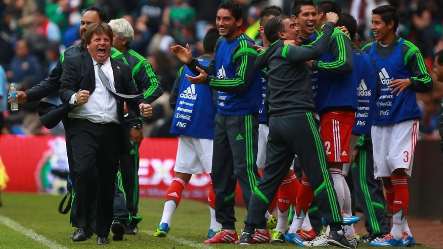 MEXICO CITY, MEXICO - NOVEMBER 13: Miguel Herrera, head coach of Mexico celebrates during a match between Mexico and New Zealand as part of the FIFA World Cup Qualifiers at Azteca Stadium on November 13, 2013 in Mexico City, Mexico. (Photo by Hector Vivas/Getty Images)