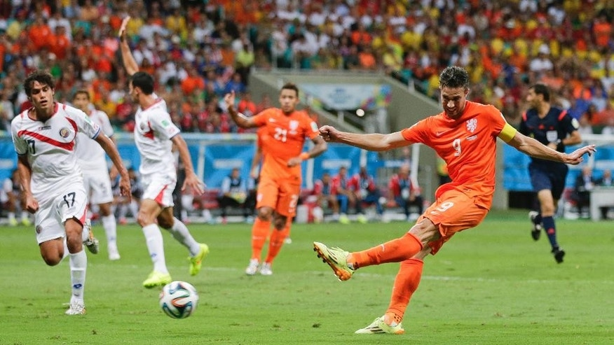 Netherlands' Robin van Persie, right, takes a shot during the World Cup quarterfinal soccer match between the Netherlands and Costa Rica at the Arena Fonte Nova in Salvador, Brazil, Saturday, July 5, 2014. (AP Photo/Felipe Dana)