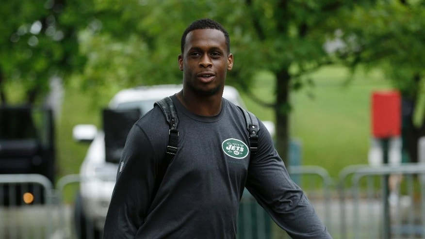 New York Jets quarterback Geno Smith arrives for NFL football training camp on Wednesday, July 23, 2014, in Cortland, N.Y. (AP Photo/Frank Franklin II)