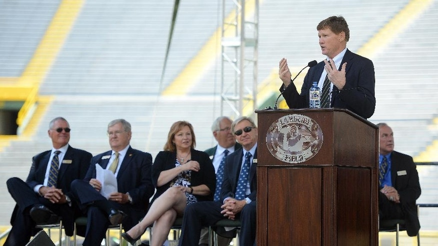 Green Bay Packers president Mark Murphy addresses several thousand shareholders from the stage during the NFL football team's annual shareholders meeting at Lambeau Field, Thursday, July 24 2014, in Green Bay, Wis. (AP Photo/The Green Bay Press-Gazette, Jim Matthews) NO SALES