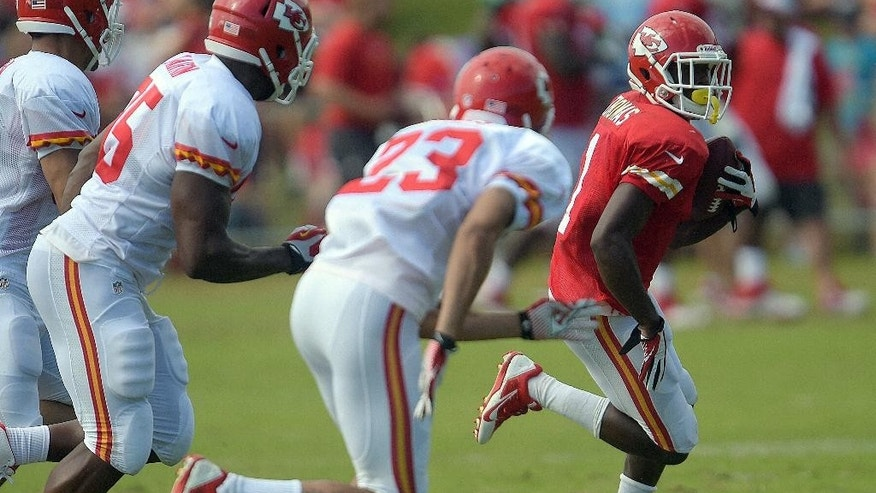 Kansas City Chiefs De'Anthony Thomas (1) tries to elude defenders during a NFL training camp, Wednesday, July 30, 2014 on the Missouri Western State University campus in St. Joseph. Mo.  (AP Photo/St. Joseph News-Press, Todd Weddle)
