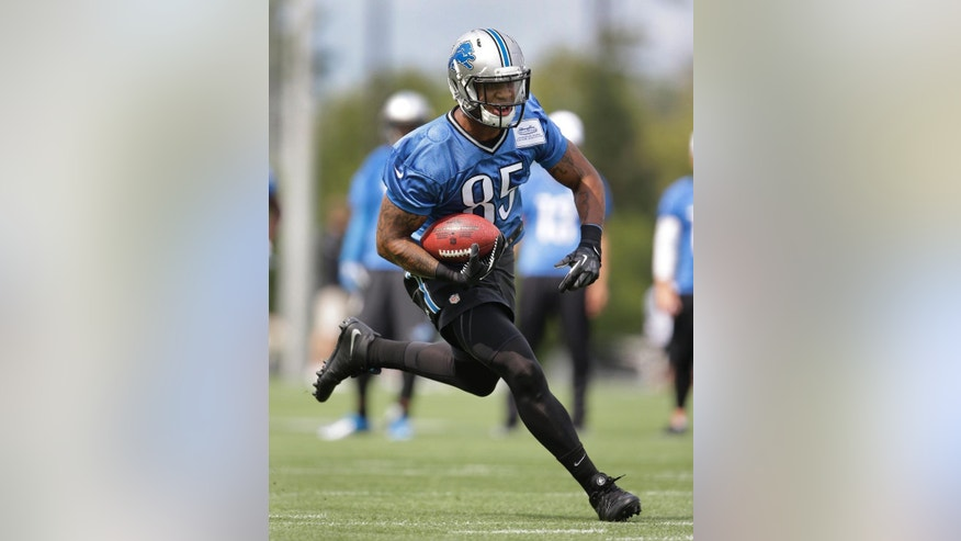 Detroit Lions tight end Eric Ebron runs after a catch during NFL football training camp in Allen Park, Mich., Tuesday, July 29, 2014. (AP Photo/Paul Sancya)