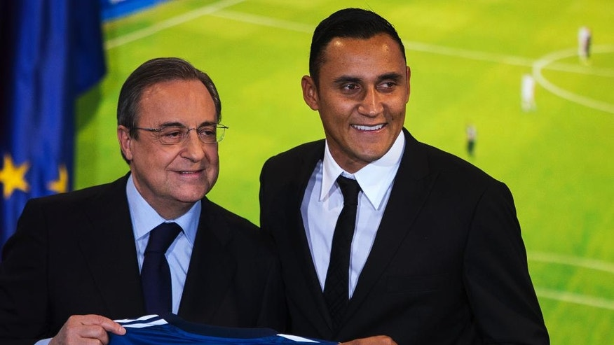 Costa Rica international soccer player Keylor Navas, right, and Real Madrid President Florentino Perez, left, pose during his official presentation at the Santiago Bernabeu stadium in Madrid, Spain, Tuesday, Aug. 5, 2014, after signing for Real Madrid. (AP Photo/Andres Kudacki)
