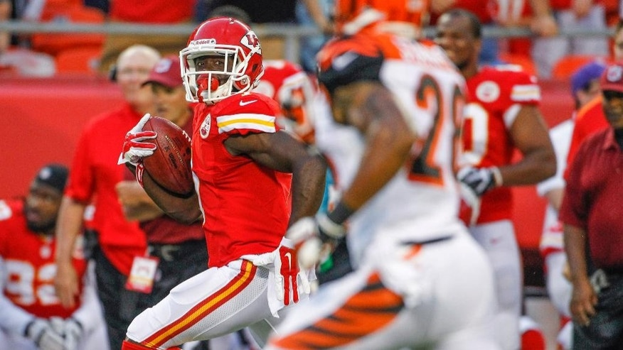 Kansas City Chiefs' De'Anthony Thomas, left, runs to the end zone for a touchdown on a kickoff return in the first half of an NFL preseason football game against the Cincinnati Bengals on Thursday, Aug. 7, 2014, in Kansas City, Mo. (AP Photo/Colin E. Braley)