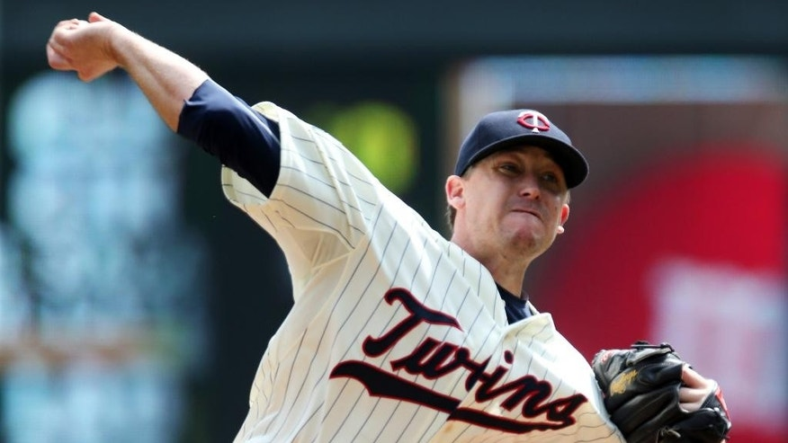 Minnesota Twins starting pitcher Kevin Correia throws against the San Diego Padres in the first inning of a baseball game, Wednesday, Aug. 6, 2014, in Minneapolis. (AP Photo/Jim Mone)