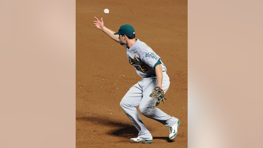 Oakland Athletics first baseman Nate Freiman bobbles the grounder by Atlanta Braves' Jason Heyward for an error during the sixth inning of a baseball game Friday, Aug. 15, 2014, in Atlanta. (AP Photo/David Tulis)